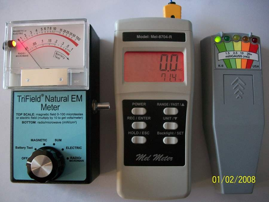 Teknologi Yang Digunakan Untuk Memburu Hantu-EMF_Meters-ngelag-com