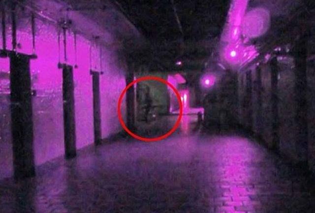 Teknologi Yang Digunakan Untuk Memburu Hantu-full_spectrum_ghost_photo-ngelag-com