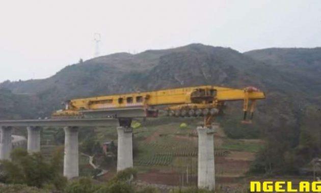 Di Cina , Bikin Jembatan Udah Pake Robot