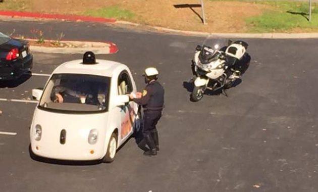 Mobil Self Driving Google Ditilang Polisi Karena Terlalu Lambat