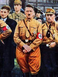 Adolf Hitler Punya Penis Kecil dan Satu Testicle
