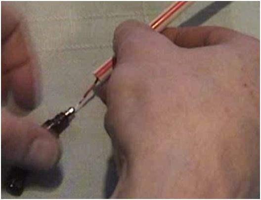 Memperkuat Sinyal WiFi Dengan Memodifikasi Antena Modem_Lindungi dengan sedotan
