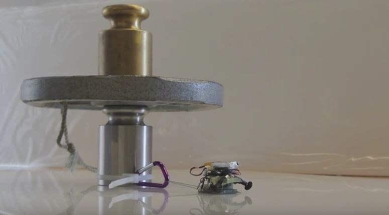 Robot Kecil Berbobot 100 Gram Mampu Menderek Mobil