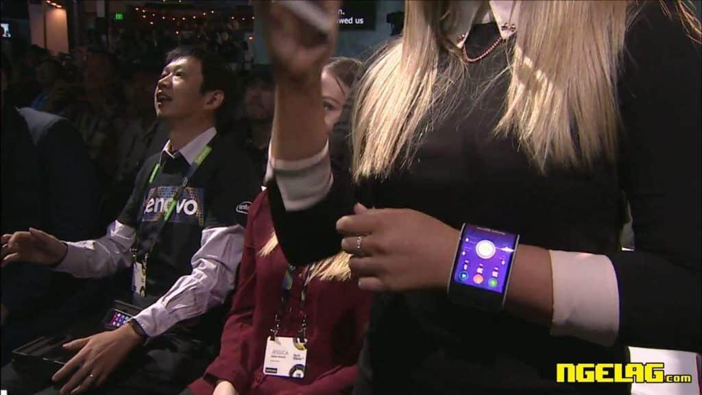 Lenovo Foldable Bendable Smartphone Bisa Dilipat 2